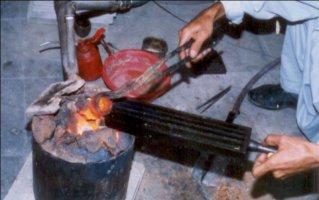 ریختن طلای ذوب شده در ریجه